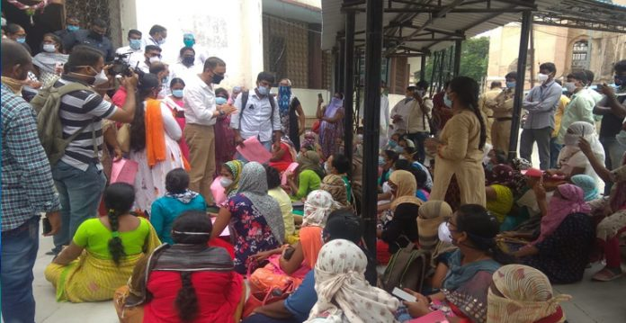 Osmania hospitals nurses Staff staged protest