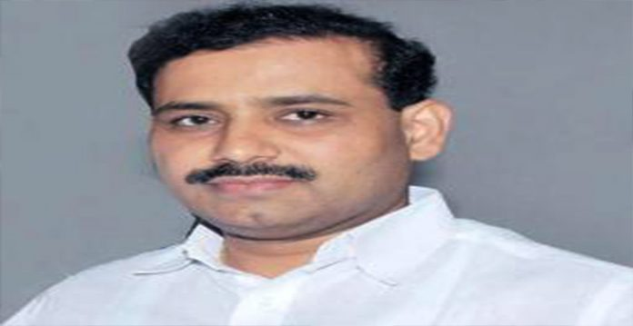 maharashtra left with only 3 days vaccine stocks minister
