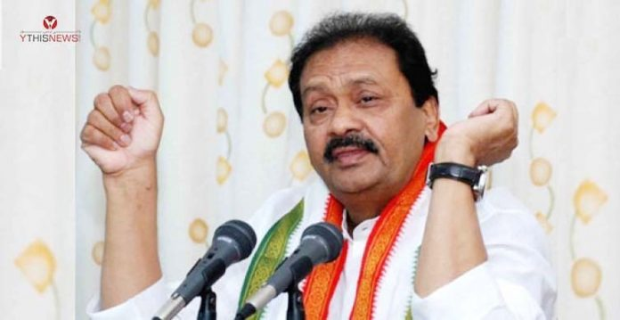 congress slams district collectors for touching cm kcr's feet