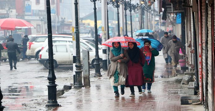 light rain with brief spell of heavy downpour forecast in jammu and kashmir