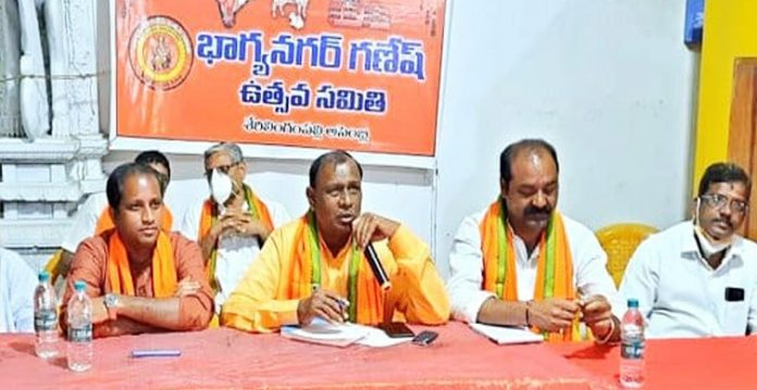"""""""Will take out Ganesh Procession on any cost: says defiant Utsav Committee"""